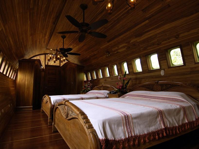 boeing-727-is-transformed-into-hotel-suite-in-costa-rican-designboom-111